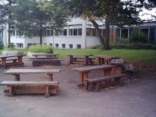 Grünes Klassenzimmer - Schule, Pause, Hof, Bank, Tisch, Mal anders, draußen, Unterricht, Klassenraum, Tische, Bänke, Pausenhof