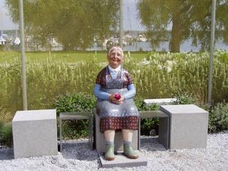 Oma - Oma, Großmutter, Familie, Plastik, Skulptur, Schreibanlass
