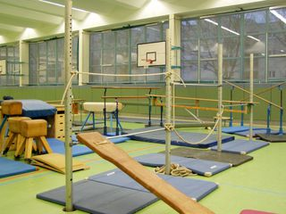 bewegungslandschaft2 gerte bewegung bewegen reck gerteaufbau bewegungslandschaft - Kinderturnen Gerateaufbau Beispiele