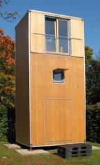Modell eines Wohncontainers #2 - Wohncontainer, Unterkunft, Not, Holz, Kubus, Fenster