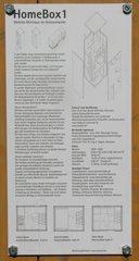 Modell eines Wohncontainers #4 Infotafel - Wohncontainer, Unterkunft, Not, Holz, Kubus, Fenster