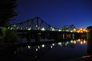 Glienicker Brücke - Potsdam, Berlin, Babelsberg, Brücke, Glienicker Brücke, Kalter Krieg, Bundesrepublik, Westberlin, DDR, Agent, Agentenaustausch, Zonengrenze, Nacht, Licht, dunkel