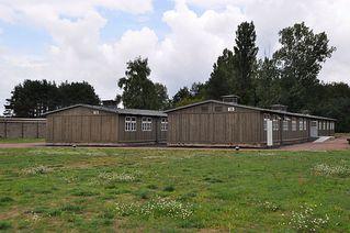 KZ Sachsenhausen - KZ, Konzentrationslager, Lager, Häftling, Baracke, Sachsenhausen, Gedenkstätte, Gedenken, Nazidiktatur, Slogan, Spruch, Tor, Hohn, Verhöhnung, Gefangener, Gefangene, Arbeit, frei, gefangen