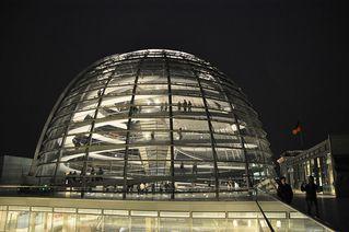 Reichstagskuppel - Reichstag, Berlin, Kuppel, Sir Norman Foster, Architekt, Regierungsgebäude, transparent, begehbar, Dach, Hauptstadt, Konstruktion, Stahl, Glas, Verstrebungen, Gerüst, Nacht