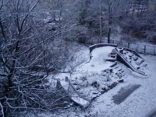 Schneebedeckter Spielplatz im Winter - Winter, Schnee, einsam, Einsamkeit, Impulsbild, Spielplatz, Melancholie, winterlich, kalt, Eis