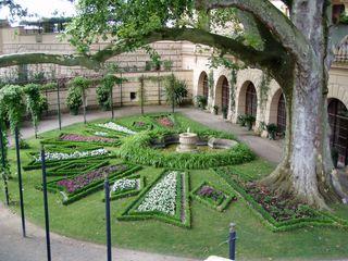 Schlossgarten - Schlossgarten, Gartenanlage, Beet, Brunnen, Garten, Einfassung, Kleingarten