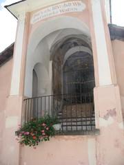 Geteilte Kirche #2 - Kirche, Altar, geteilt, teilen, Gmünd, Kärnten, kurios, römische Zahlen, Mathematik